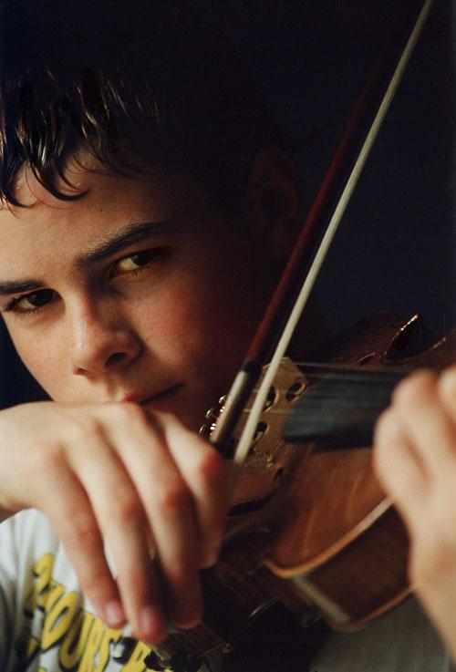 Image: Boy playing violin